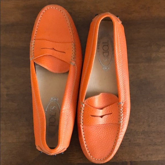 7c65c38500a TOD S Tods Gommino orange leather loafers. M 5a7e1a5f84b5ce0cddbd5b10